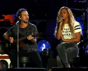 [VIDEO] Eddie Vedder y Beyoncé interpretan en vivo 'Redemption Song' de Bob Marley