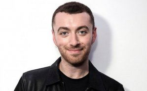 Sam Smith luce en público su amor con actor de '13 Reasons Why'