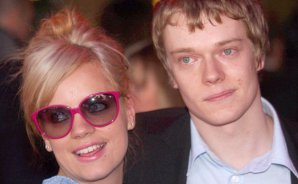 ¿Qué? Actor que encarna a Theon Greyjoy en 'Game of Thrones' es hermano de Lily Allen